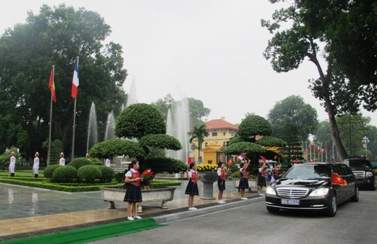 Chủ tịch nước Trần Đại Quang đón Tổng thống Pháp - 2