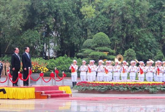 Chủ tịch nước Trần Đại Quang đón Tổng thống Pháp - 3