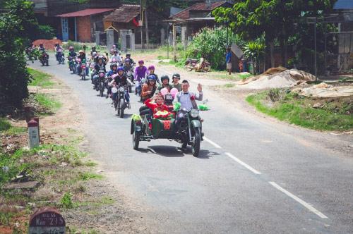 9X rước dâu bằng 40 xe minsk gây sốt ở Lâm Đồng - 7