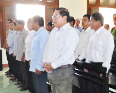 Nhiều cựu quan chức huyện đồng loạt kêu oan - 2