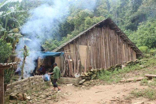 Thảm án ở Lào Cai: Dựng lại hiện trường vụ hãm hiếp bất thành - 1