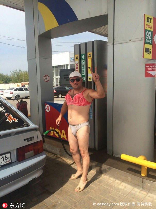 Thú vị với thử thách mặc đồ bikini đổ xăng miễn phí - 6