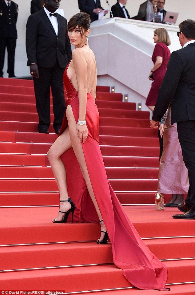 Tuyệt chiêu thuần hóa váy khoét sâu hở sườn siêu sexy - 6