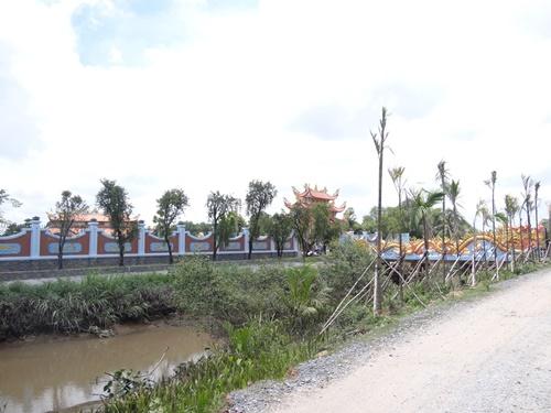 Choáng với nhà thờ Tổ 100 tỷ đã xây xong của Hoài Linh - 9