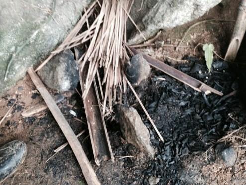Cận cảnh hang ẩn náu của hung thủ gây thảm án ở Lào Cai - 2