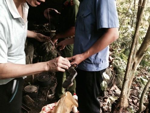 Cận cảnh hang ẩn náu của hung thủ gây thảm án ở Lào Cai - 7
