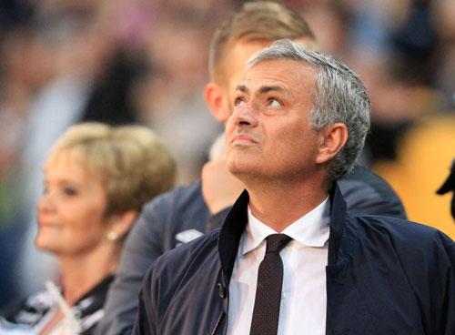 Mourinho hay nhất NHA tháng 8: Điềm lành trước derby - 2