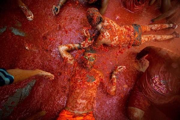 """Cận cảnh """"cuộc chiến cà chua"""" lớn nhất thế giới - 1"""