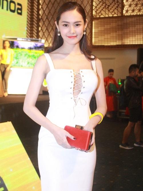 Từ khi sửa ngực, á hậu Linh Chi mặc siêu gợi cảm - 4