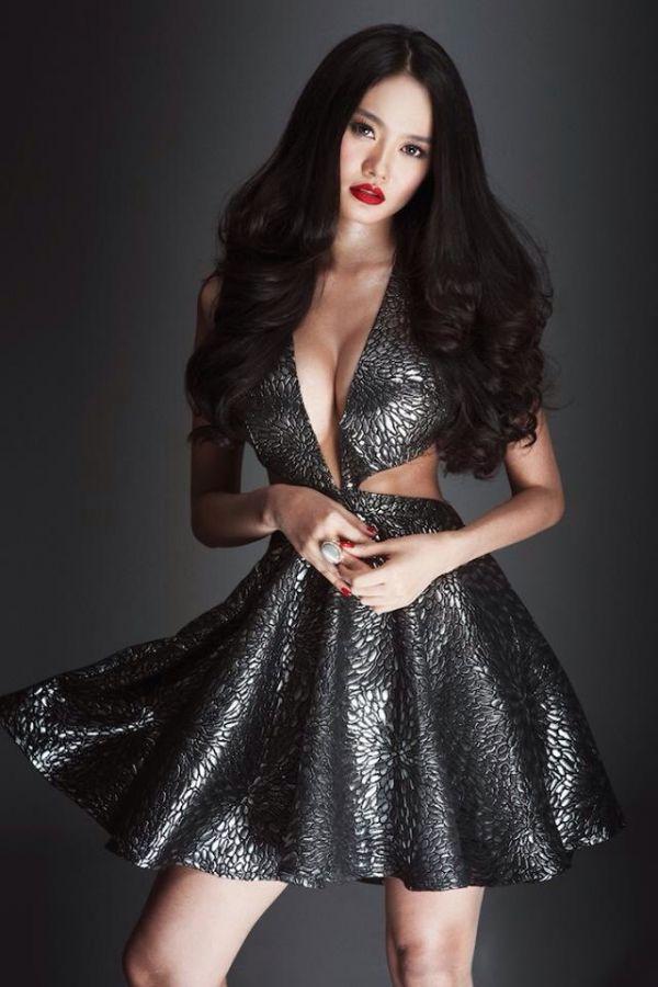 Từ khi sửa ngực, á hậu Linh Chi mặc siêu gợi cảm - 11
