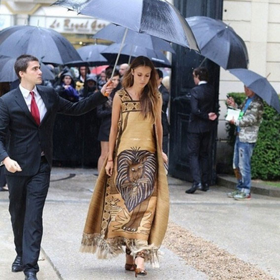 Vợ tỷ phú ngân hàng Nga vừa sexy vừa sành thời trang - 17