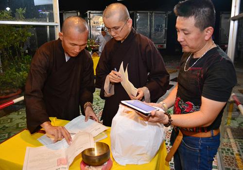 Hàng trăm khán giả làm lễ cầu an cho Minh Thuận - 4