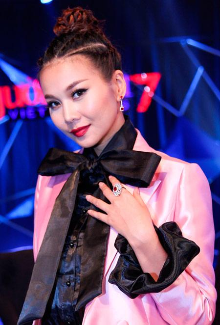 """""""Soi"""" gu thời trang đẳng cấp của Host Thanh Hằng - 1"""