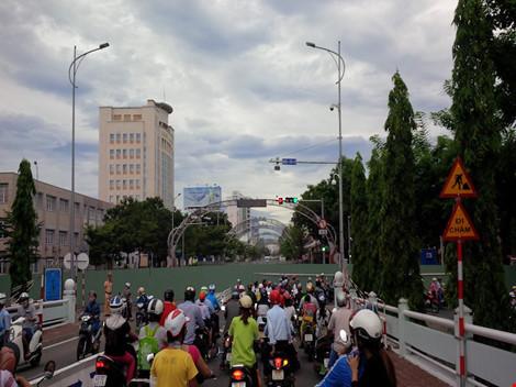 Giao thông ở trung tâm Đà Nẵng hỗn loạn vì rào đường - 1