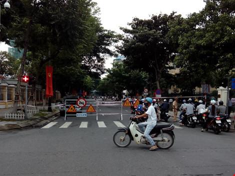Giao thông ở trung tâm Đà Nẵng hỗn loạn vì rào đường - 3