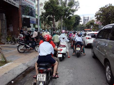 Giao thông ở trung tâm Đà Nẵng hỗn loạn vì rào đường - 4