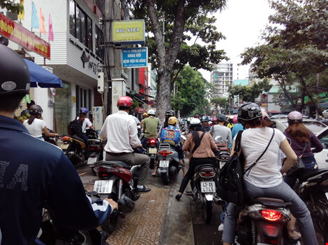 Giao thông ở trung tâm Đà Nẵng hỗn loạn vì rào đường - 5