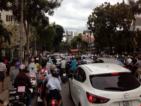 Giao thông ở trung tâm Đà Nẵng hỗn loạn vì rào đường - 6