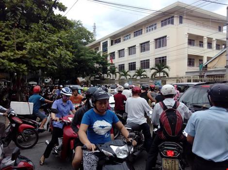 Giao thông ở trung tâm Đà Nẵng hỗn loạn vì rào đường - 7