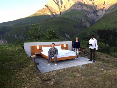"""Khách sạn lộ thiên """"siêu độc"""" trên đỉnh núi ở Thụy Sĩ - 6"""