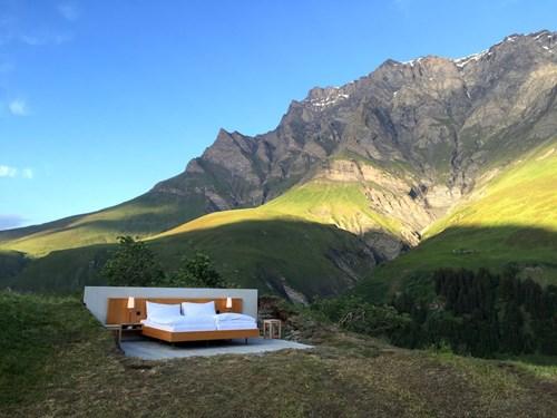 """Khách sạn lộ thiên """"siêu độc"""" trên đỉnh núi ở Thụy Sĩ - 2"""