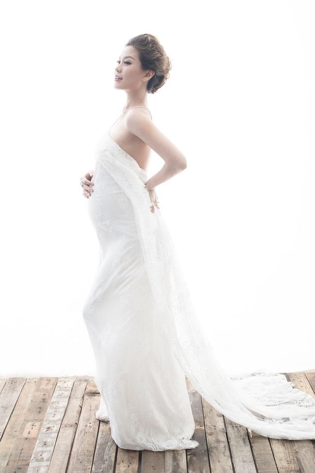 Á hậu Diễm Trang nõn nà, khoe bụng bầu 9 tháng - 3