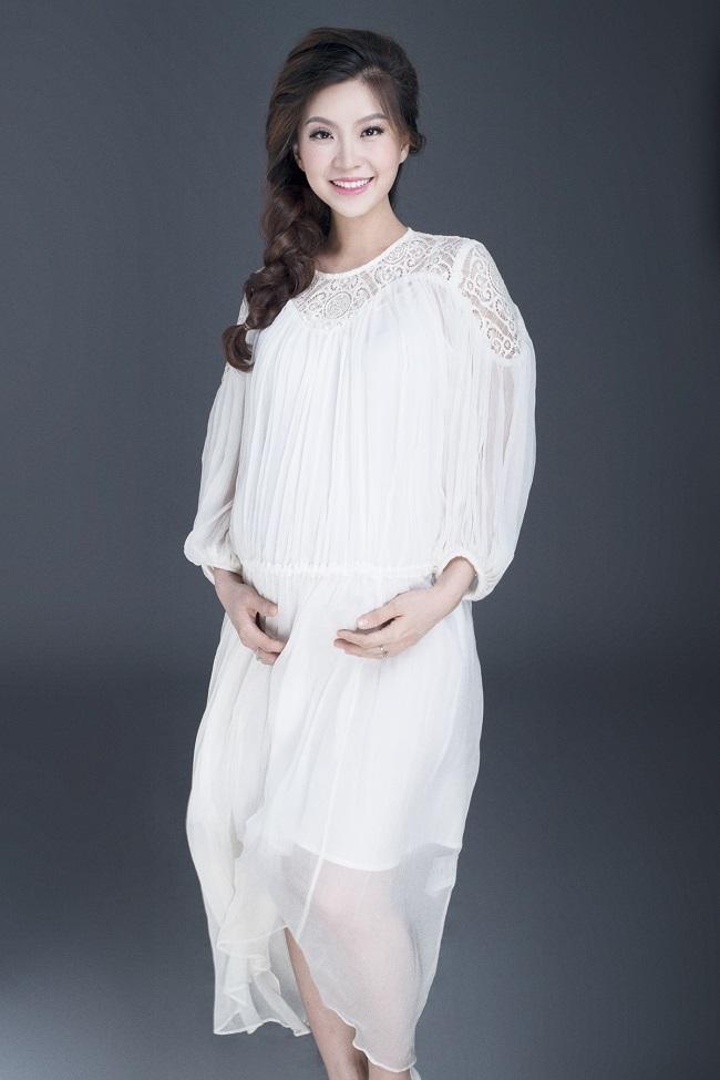 Á hậu Diễm Trang nõn nà, khoe bụng bầu 9 tháng - 8