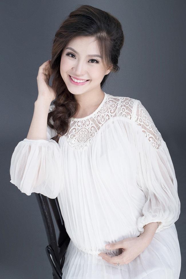 Á hậu Diễm Trang nõn nà, khoe bụng bầu 9 tháng - 7