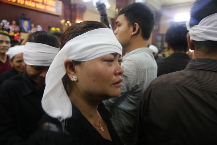 Vợ con khóc lặng trong lễ viếng nghệ sĩ Hán Văn Tình - 2