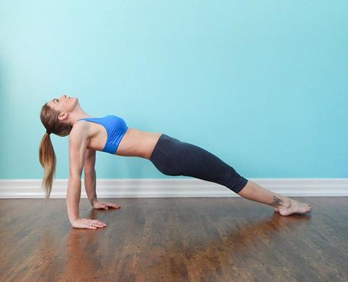 4 bài tập thể dục mỗi sáng để vòng 1 căng tròn, săn chắc - 2