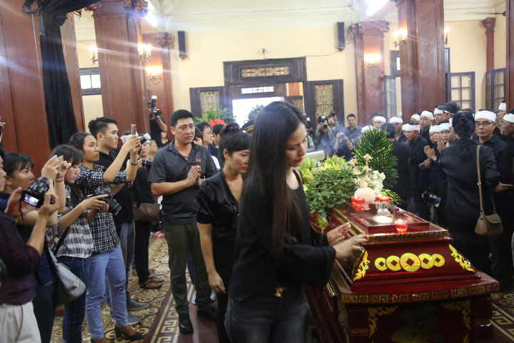 Vợ con khóc lặng trong lễ viếng nghệ sĩ Hán Văn Tình - 20