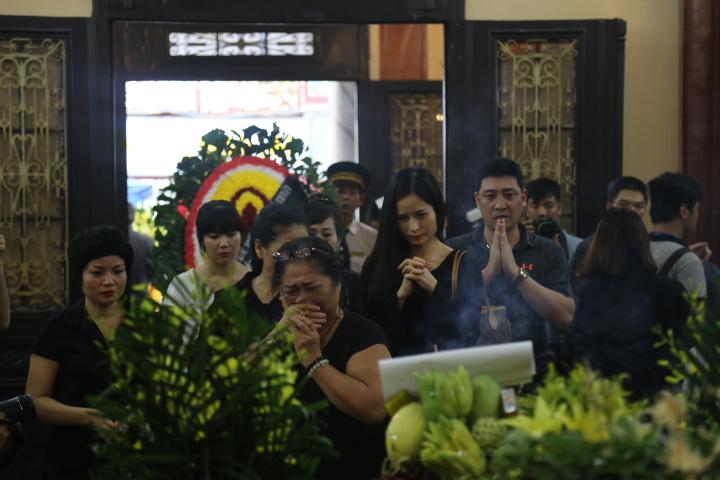 Vợ con khóc lặng trong lễ viếng nghệ sĩ Hán Văn Tình - 4
