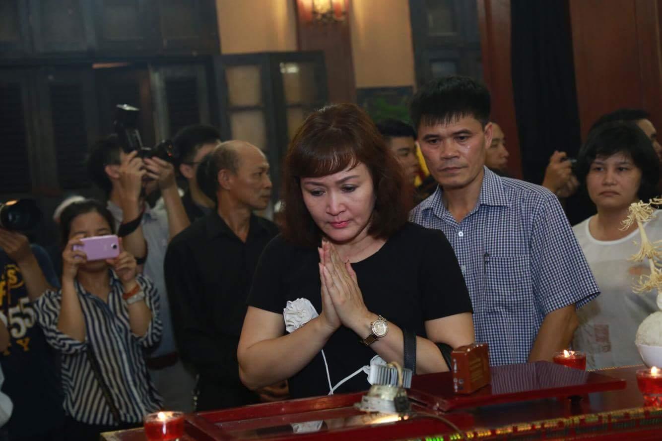 Vợ con khóc lặng trong lễ viếng nghệ sĩ Hán Văn Tình - 22