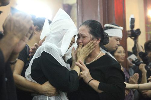 Vợ con khóc lặng trong lễ viếng nghệ sĩ Hán Văn Tình - 7