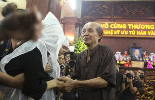 Vợ con khóc lặng trong lễ viếng nghệ sĩ Hán Văn Tình - 8
