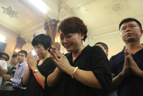 Vợ con khóc lặng trong lễ viếng nghệ sĩ Hán Văn Tình - 9