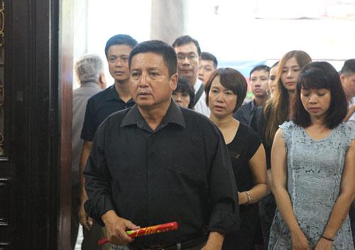 Vợ con khóc lặng trong lễ viếng nghệ sĩ Hán Văn Tình - 17