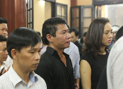 Công Lý khóc không ngừng tại đám tang NSƯT Hán Văn Tình - 1
