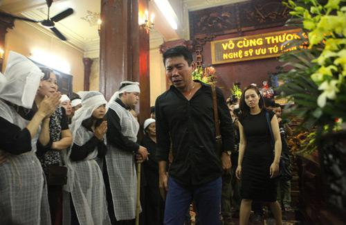 Công Lý khóc không ngừng tại đám tang NSƯT Hán Văn Tình - 2