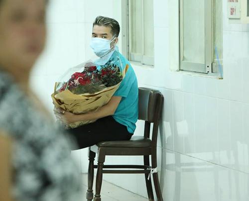 Minh Thuận khóc nhiều khi nhận ra Mr Đàm đến thăm - 2