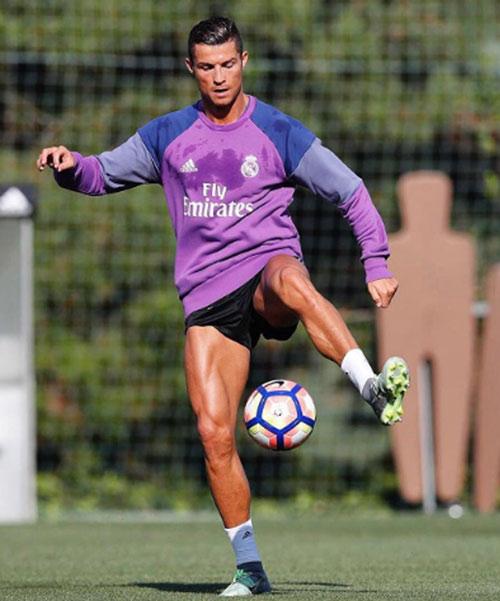 Cristiano Ronaldo duy trì cơ bắp vạn người mê thế nào? - 2