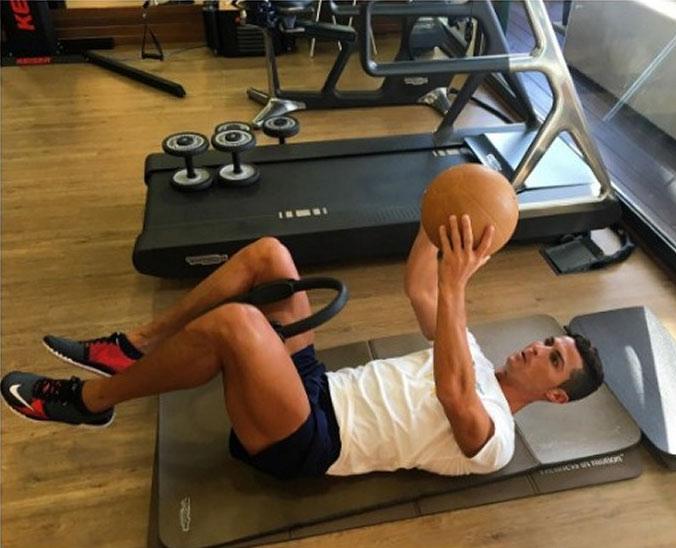 Cristiano Ronaldo duy trì cơ bắp vạn người mê thế nào? - 5