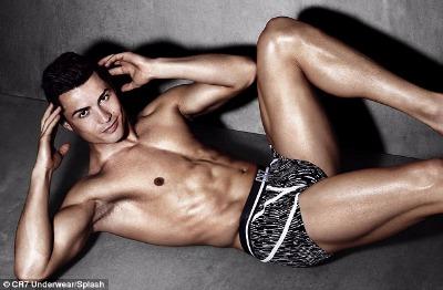Cristiano Ronaldo duy trì cơ bắp vạn người mê thế nào? - 4