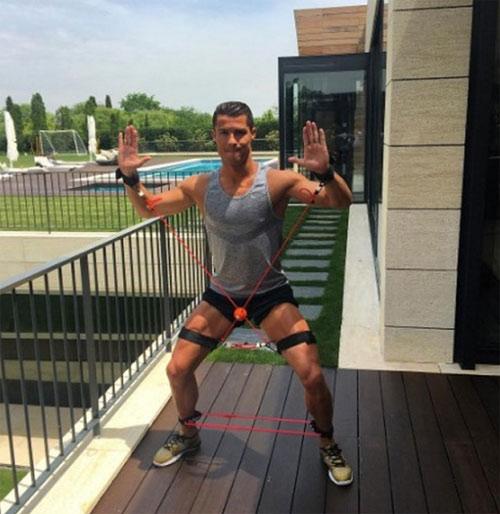 Cristiano Ronaldo duy trì cơ bắp vạn người mê thế nào? - 11