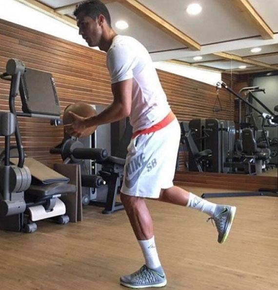Cristiano Ronaldo duy trì cơ bắp vạn người mê thế nào? - 10