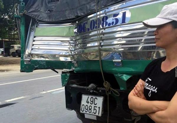 Tài xế xe tải liều mình cứu xe khách mất phanh khi đổ đèo - 1