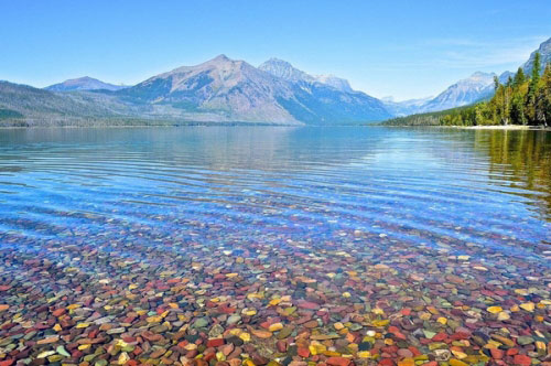 Hồ nước có đá cuội đẹp như tranh ai tới cũng ngất ngây - 1