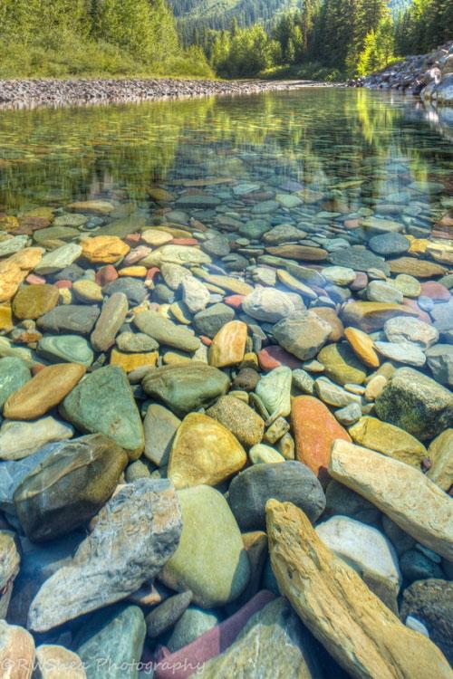 Hồ nước có đá cuội đẹp như tranh ai tới cũng ngất ngây - 3