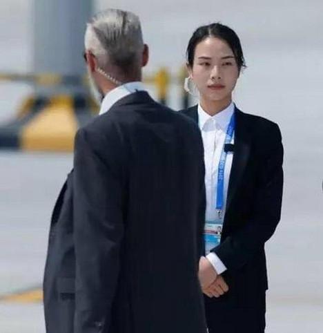"""Nữ vệ sĩ tại hội nghị G20 """"nổi như cồn"""" vì quá xinh đẹp - 2"""