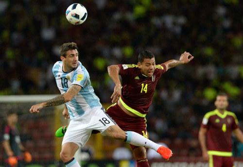 """ĐT Argentina: Lắm SAO nhưng Messi vẫn là """"ống thở"""" - 3"""